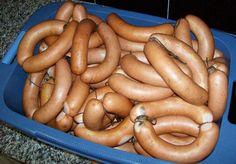 Nicht für Anfänger geeignet! Für die Herstellung sindCutter undRäucherschrank/-kammer zum Heißräuchern erforderlich. Für kleine Mengen (~ 1kg) reicht ein Mixbecher o. ä. aus. Für größere Mengen i… German Sausage, Best Sausage, Chorizo Sausage, Canning Recipes, Cookbook Recipes, Charcuterie, Home Made Sausage, Veggie Delight, Smoked Ham