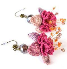 Pendientes flor extravagante, aretes de flor morada, mori chica pendientes, pendientes florales púrpura, boho chic pendientes, pendientes de crochet, marmotescu