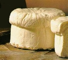 Queixo do Cebreiro Galicia (cheese) Fromage Cheese, Queso Cheese, Cheese Bread, Cheese Recipes, Gourmet Recipes, Mexican Food Recipes, Spanish Cheese, Spanish Food, Swiss Cheese