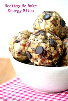 These healthy no bake energy bites packed with superfood ingredients are the perfect healthy snack to enjoy at anytime of the day Healthy Cereal, Healthy Baking, Healthy Treats, No Bake Energy Bites, Energy Balls, Protein Bites, Cupcakes, Yummy Snacks, Gourmet Recipes