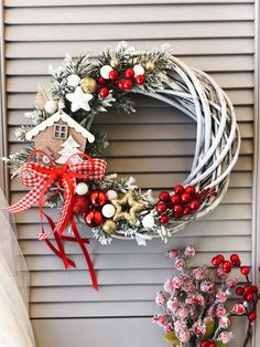 Diy Christmas Decorations, Christmas Ornament Wreath, Christmas Centerpieces, Christmas Crafts For Kids, Christmas Wreaths, Holiday Decor, Wreath Boxes, Diy Christmas Wreaths, Christmas Sweets