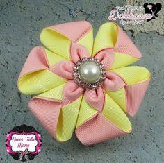 This Pin was discovered by san Ribbon Art, Diy Ribbon, Ribbon Crafts, Flower Crafts, Ribbon Bows, Cloth Flowers, Satin Flowers, Fabric Flowers, Diy Flowers
