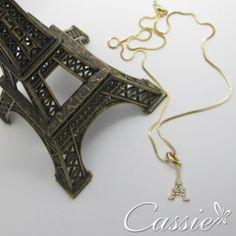 Colar folheado a ouro com pingente de Torre Eiffel com detalhes de zircônia. #cassie #semijoia #trends #TorreEiffel #Paris #picoftheday #cute #moda #fashion #look #instalook #instagood