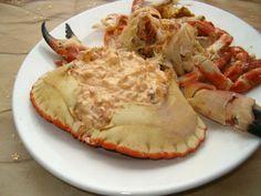 A delicious Portuguese crab sauce recipe (receita de molho de caranguejo) done in no time at all, serve in the shell and enjoy. Crab Sauce Recipe, Sauce Recipes, Cooking Recipes, Food Porn, Tiramisu Recipe, Crab Recipes, Shrimp Dishes, Portuguese Recipes, Portuguese Food