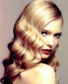 Blonde Lady With Waved Hair Picture -