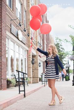 indiana senior pictures | indiana senior photographer | senior picture ideas | senior picture poses | outfits | senior pictures with balloons | cute outfits for senior pictures | professional makeup for senior pictures | hannah witham photography