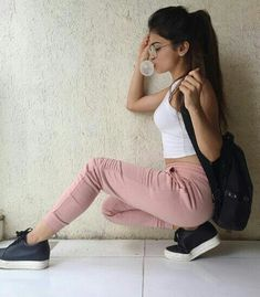 858 Likes, 8 Comments - 𝙑𝙚𝙚𝙣𝙞𝙤𝙣𝙨 ϝαɳdσɱ 🌈 Tumblr Photography, Photography Poses, Fashion Photography, Girl Photo Poses, Girl Photos, Foto Top, R80, Cool Poses, Casual Summer Dresses