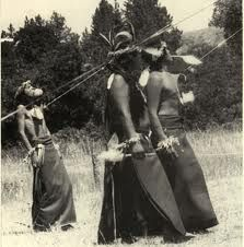 native-sundance The Sundance festival is one of the most painful rituals of the Plains people. Dancers had skewers implanted in their chest muscles and hung from ropes. They offered their bodies in return for bountiful supplies of buffalo meat. Native American Images, Native American Wisdom, Native American History, Native American Indians, Plains Indians, Sioux, Navajo, Indiana, Native American Spirituality