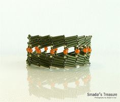 This bracelet was done by the Saraguro Hojas technique. I used 8 mm matte bugle beads, 11/0 seed beads and round Carnelian beads in the middle. I also used little ornamented button for the closing. I had to use double Fireline thread for this work because the bugles, not like in most cases, cut it easily. The bracelet is a little inflexible because of the long bugles, but that dose not make it uncomfortable to wear.