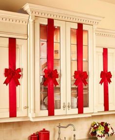 Set 4 Cabinet Christmas Kitchen Red Holiday Door Bows Adjustable Decoration New 745528540040 Noel Christmas, Christmas Balls, Simple Christmas, Christmas Wreaths, Christmas Crafts, Christmas Ornaments, Homemade Christmas, Christmas Decor For Kitchen, Elegant Christmas