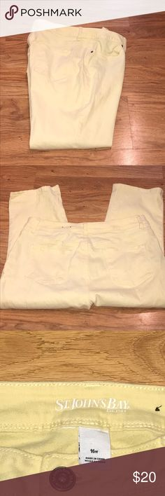 """St.John's Bay yellow capris. Yellow denim capris. Inseam is 21"""". 98% cotton and 2% spandex. Great condition. St. John's Bay Jeans Ankle & Cropped"""