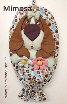 Projeto Puxa-Saco Nala Felt Crafts, Diy And Crafts, Quilting Projects, Sewing Projects, Grocery Bag Holder, Plastic Bag Holders, Carrier Bag Holder, Hot Pads, Applique Quilts