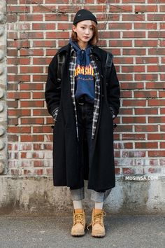 Learn how to mix super quality food through the street style of the young world - Photo Korean Street Fashion, Korea Fashion, Asian Fashion, Fashion Moda, Pop Fashion, Girl Fashion, Ulzzang Fashion, Harajuku Fashion, Winter Fashion Outfits