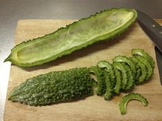 Karela or bitter melon is used for the treatment of malignant illnesses and as a natural anti-diabetic. According to scientific research, this plant can be Cancer Fighting Foods, Cancer Cure, Cancer Cells, Cancer Foods, Natural Cures, Natural Healing, Natural Treatments, Health Remedies, Home Remedies