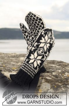 "DROPS - Knitted DROPS mittens with star pattern in ""Karisma"". - Free pattern by DROPS Design Diy Crochet And Knitting, Knitting Charts, Knitting Patterns Free, Free Knitting, Crochet Patterns, Knitted Mittens Pattern, Knit Mittens, Knitted Gloves, Drops Design"
