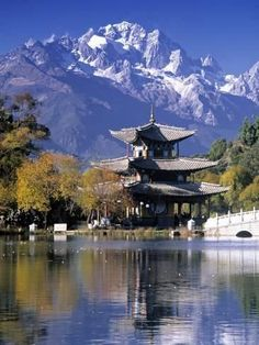 Black Dragon Pool, Lijiang, Yunnan, China - grade China Alive (SAS) How do yo get so much beauty and contrast between man-made architecture and God-made architecture in one place? Lijiang, Places To Travel, Places To See, Time Travel, Travel Destinations, Places Around The World, Around The Worlds, Sites Touristiques, Kunming