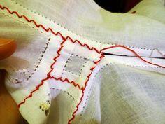 handmadeina: Imi cos singura o ie - Tutorial, cum inchei o ie Butterfly Embroidery, Folk Embroidery, Learn Embroidery, Cross Stitch Embroidery, Embroidery Patterns, Floral Embroidery, Simple Cross Stitch, Cross Stitch Flowers, Creative Embroidery
