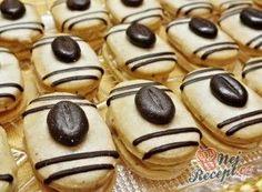 Recept Mocca oválky s kávovým zrnkem Christmas Candy, Christmas Baking, Low Carb Desserts, Dessert Recipes, Yummy Treats, Sweet Treats, Funeral Food, Italian Cookie Recipes, Czech Recipes