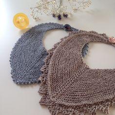 Savlesmæk pattern by Charlotte Kaae Crochet Baby Bibs, Crochet For Boys, Knitting For Kids, Free Knitting, Knitting Projects, Baby Bibs Patterns, Baby Knitting Patterns, Baby Barn, Free Baby Stuff