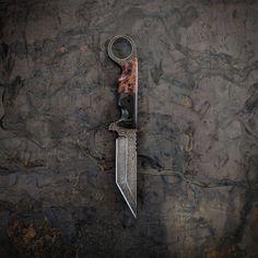 VORN TÖNN    Carbon fiber/ redwood burl    #customknife #ringknife #tacticalknife #tacticalgear #edcblade #edcknife #redwood #carbonfiber #knivesdaily #knifeporn