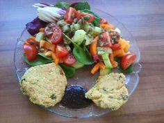 Kochs kreativ: Linsenbratlinge - dazu Salat und ein scharfer Pflaumendipp - das ist Frühling auf dem Teller!