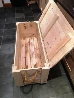 Plans of Woodworking Diy Projects - DIY Pallet Chest from only Pallets Wood - 101 Pallet Ideas Get A Lifetime Of Project Ideas & Inspiration! #woodworkingplans
