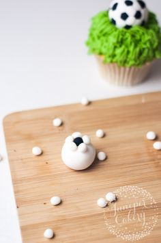 How to make a quick fondant soccer ball for cakes and cupcakes