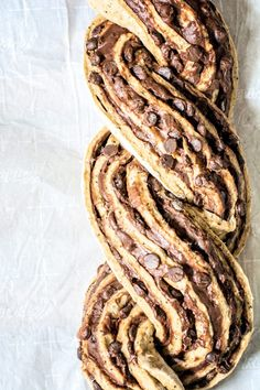 Make this gorgeous Coffee Babka, a tasty sweet bread infused with a strongly brewed coffee and ribbons of dark chocolate! Beurre Vegan, Babka Bread, Just Desserts, Dessert Recipes, Bread Recipes, Cooking Recipes, Babka Recipe, Nutella, Jewish Recipes