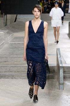 http://www.fashionsnap.com/collection/kenzo/woman/2015ss/gallery/index8.php