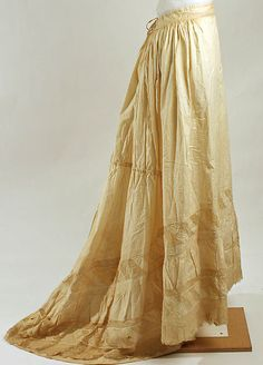 Petticoat Date: Culture: American Medium: cotton Dimensions: Length at CF: 44 in. cm) Credit Line: Gift of Mrs. Vintage Corset, Victorian Corset, Neo Victorian, 1890s Fashion, Victorian Fashion, 1950s Outfits, Vintage Outfits, Vintage Clothing, Day Dresses
