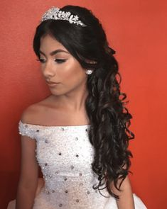What dress will you wear in your Quinceanera? What hairstyle will you do for your Quinceanera? Sweet 15 Hairstyles, Quince Hairstyles, Gothic Hairstyles, Indian Wedding Hairstyles, Tiara Hairstyles, Hairstyles With Bangs, Natural Hairstyles, Fall Hairstyles, Vintage Hairstyles