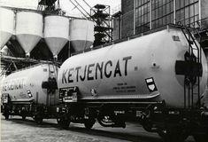 Vervoer van zwavelzuur op het terrein van de zwavelzuurfabriek Ketjencat aan de Distelweg te Amsterdam 1967