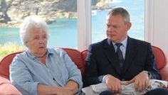 Auntie Joan and Doc Martin----who has Carrie Wilson's dead dog, Miss Tinkle, wrapped up in newspaper. Photo Series, Tv Series, Doc Martin Tv Show, Dry Sense Of Humor, Bbc Tv Shows, Martin Clunes, Port Isaac, Dead Dog, Dr Martins