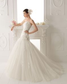 Classic Ball Gown Strapless Chapel Train Applique Lace Dropped Waist 2015 Wedding Dress
