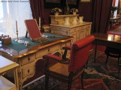 Sisi's dressing table - Sisi Museum.