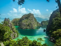 It's no wonder Palawan ranked as the most beautiful island in the world this year, as the clear aquamarine water, limestone cliffs, and lagoons of the island province of the Philippines are only the most basic highlights. Palawan is home to nature reserve Philippines Palawan, Les Philippines, Philippines Travel, Top Countries To Visit, Countries Of The World, Beautiful Islands, Beautiful Places, Beautiful Scenery, Beautiful Pictures