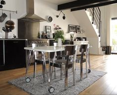 Chaque fois, des fans IKEA partagent avec nous les photos de leur intérieur. Dans le numéro d'avril, Justine de Marseille nous ouvre les portes de son «petit coin de paradis»: http://www.ikeafamilylivemagazine.com/fr/fr/article/37127 Vous aimez votre intérieur et vous voulez le partager avec d'autres fans IKEA ? Envoyez vos photos à homes@ikeafamilylive.com