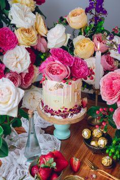 Pastel de Rosas con fresa y crema de mantequilla francesa