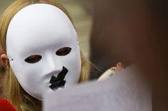 Un verano sangriento 17 mujeres y 8 niños han muerto por violencia doméstica en dos meses. Las agresiones se amplían a madres e hijos de homicidas con un total de 33 muertes en el estío Patricia Ortega Dolz   El País, 2015-08-22 http://politica.elpais.com/politica/2015/08/22/actualidad/1440253089_579882.html