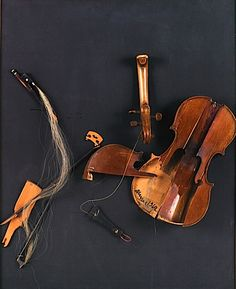"""ARMAN (1928-2005)  SARASATE'S GIPSY HAIR, 1962  Colère.Violon éclaté sur panneau bois  signé et daté """"1962"""" sur le violon en bas à droite  Hauteur : 81 Largeur : 65 Profondeur : 15 cm"""
