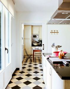 Stylish country home in the north of Spain via Chic Deco. Minimalist and chic kitchen! #laylagrayce #kitchen #hometour
