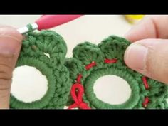 Como hacer una Corona en tejido crochet para Navidad tutorial paso a paso. - YouTube