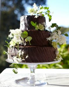 At Megan and Alex's outdoor fête in Martha's Vineyard, fresh blooms and vines adorned the chocolate cake covered in honey-fudge icing by Black Dog Bakery.