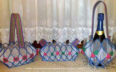 Croché lembranças e mimos: Três cestas em tela plástica