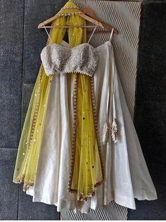 Indian Dresses For Women, Simple Pakistani Dresses, Indian Fashion Dresses, Indian Designer Outfits, Girls Fashion Clothes, Unique Dresses, Simple Lehenga, Indian Wedding Outfits, Indian Outfits
