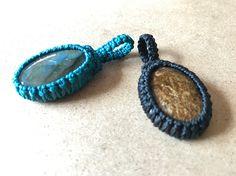 Macrame Knots, Macrame Jewelry, Macrame Bracelets, Macrame Patterns, Jewelry Patterns, Diy Bracelets With String, Bracelet Crochet, Rope Art, Stone Wrapping