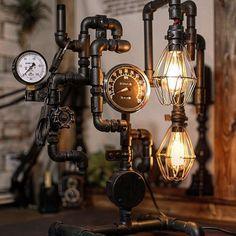 ガス管インテリアといえば、流行の「スチームパンク」。インダストリアルテイストに通じる、レトロな雰囲気たっぷりの甘さ控えめなスタイルです。スチームパンクや現代インダストリアルとミックスしたスタイルで活躍している、ガス管インテリアの活用アイデアと魅力をご紹介します。