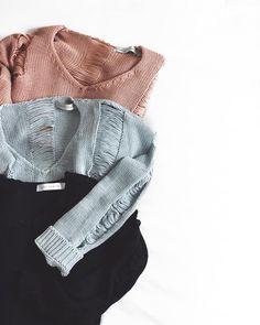 it's really cold outside.  mas nada mais gostoso que ficar quentinho e confortável com nossos tricots destroyeds! #crieiusei #dreammakeithappen #carolfarina shopcarolfarina.com.br/
