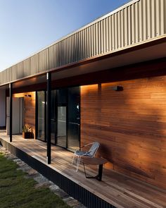 Check out Avalon - A Modern Prefab Beach House With Green Roof by ArchiBlox located in New South Wales, Australia. Modern Prefab Homes, Prefabricated Houses, Modular Homes, House Deck, House Roof, Modular Home Designs, Steel Framing, Build Your House, Shed Roof