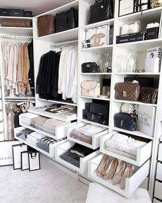 Closet feminino: 60 propostas para organizar as roupas com estilo - Stylish clothes Walking Closet, Bedroom Closet Design, Closet Designs, Wardrobe Design, Organiser Son Dressing, Interior Design Career, Interior Ideas, Interior Doors, Interior Lighting